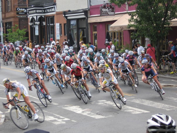 Women's Peloton at Curve off Main 2010